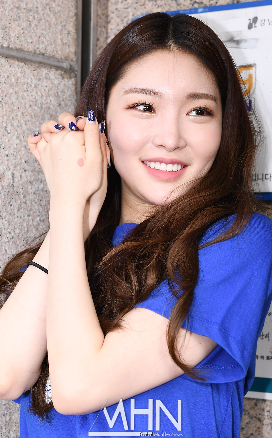 [MHN PHOTO] Chung Ha, 'I'm Happy I Voted!'