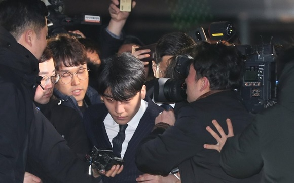 Seungri, Jung Joon-young return home after questioning over sex scandals