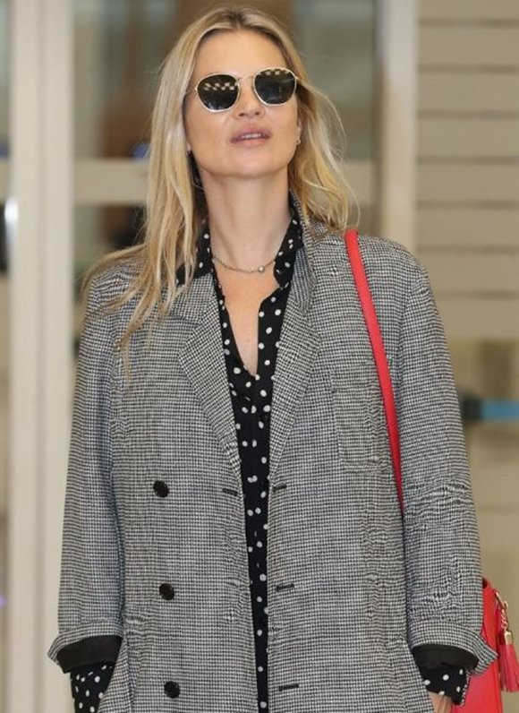 Metrocity fashion show is holding in Seoul on March 22. Kate Moss attend the show