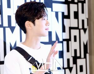LAI KUANLIN attend the photocall for 'LONGCHAMP'